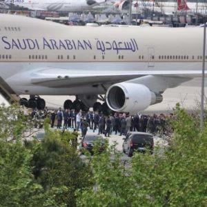 Suudi Arabistan Kralı Ülkesine Döndü