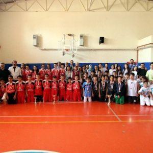 23 Nisan Orta Okullararası Basketbol Turnuvası Yapıldı