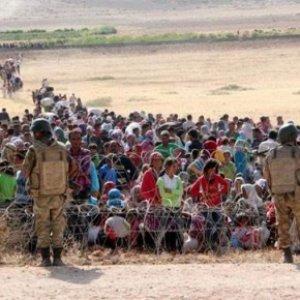 30 bin kişi Türkiye sınırına doğru yürüyor