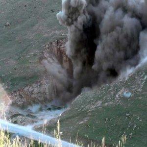 Hainlerin 3 ton patlayıcısı imha edildi