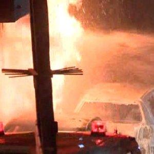 Eyüp'te Park Halinde Bulunan 5 Otomobil Alev Alev Yandı
