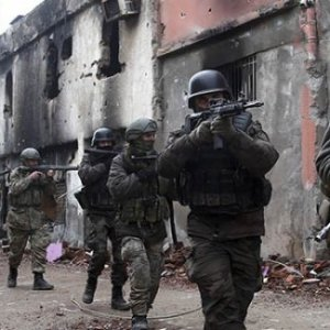 Kars'ta çatışma çıktı: 2 asker yaralı