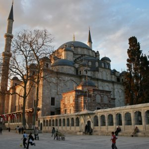 Fatih Camii avlusunda IŞİD'in saldırı planları bulundu