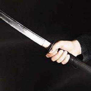 Astsubaya samuray kılıcıyla saldırdı