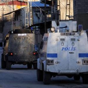 VAN'DAN ACI HABER: 1 POLİS ŞEHİT, 1 POLİS YARALI