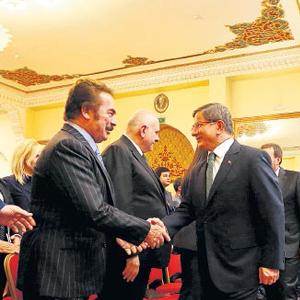 Başbakan Davutoğlu, sanatçılara müjdeyi verdi !