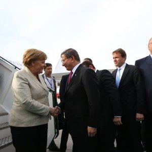 Davutoğlu ile Merkel buluştu !