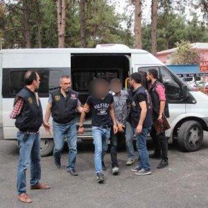 Adana'da yol kesen PKK'lılar yakalandı
