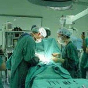 Bademcik ameliyatından sonra hayatını kaybetti !