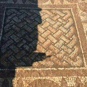 Antik mozaiği satmaya çalışırken yakalandılar