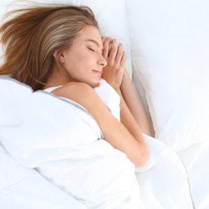 Uyurken birden boşluğa düşüyorum...