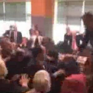 Meclis'te görülmemiş kavga ! Ortalık savaş alanına döndü