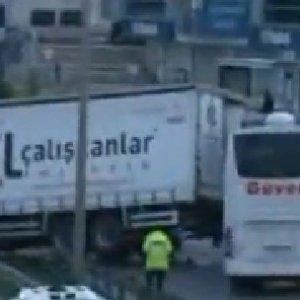 Çevreyolu'ndaki kaza İstanbul trafiğini kilitledi !