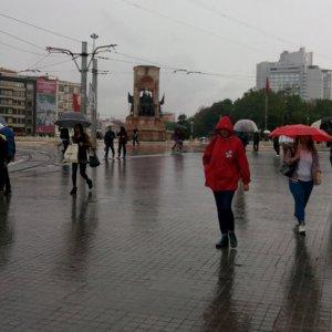 İstanbul Valiliği'nden Taksim kararı !