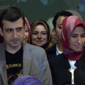 Sümeyye Erdoğan ve nişanlısı ilk kez yan yana görüntülendiler
