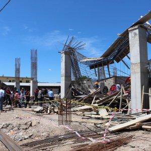 Cami inşaatı çöktü: En az 9 ölü