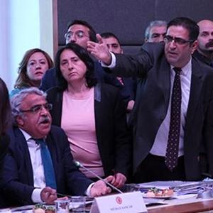 HDP'li vekillerden şok tepki ! Terkettiler...
