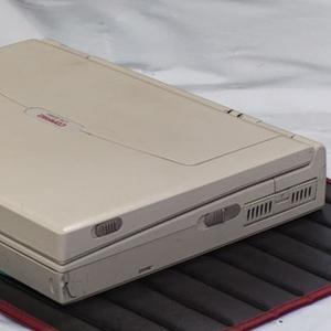 25 yıldır kimse o laptopun fişini çekmiyor !