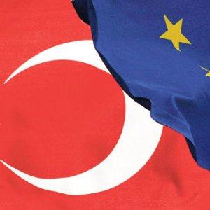 AB'den Türkiye açıklaması: 5 kriter daha var