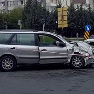13 kişinin bulunduğu araç kaza yaptı !
