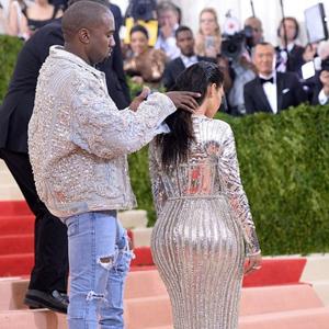 Kim Kardashian kocasına yaptıklarıyla olay oldu !