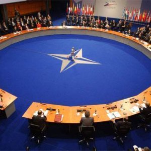 NATO'dan Rusya'ya gözdağı !