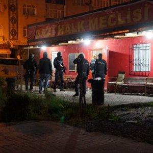 İstanbul'da teröristler polise saldırdı