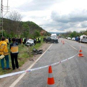 Otomobil ile cip kafa kafaya çarpıştı: 3 ölü, 4 yaralı