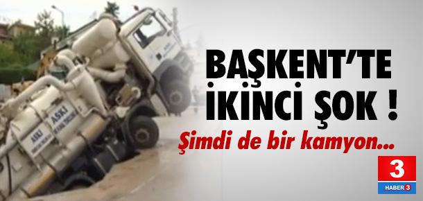 Ankara'daki çukura bu kez kamyon düştü !
