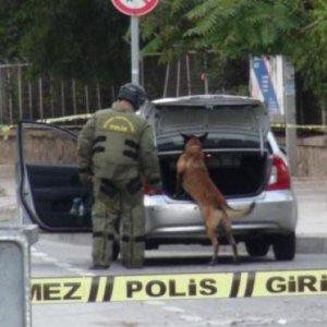 Şüpheli araçta el bombası bulundu !