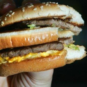 Fast food'un içinden fare çıktı !