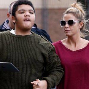 Ünlü şarkıcıdan engelli oğlu ile ilgili şok itiraf