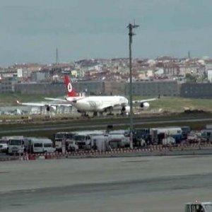 Atatürk Havalimanı'ndan uçaklar peş peşe zorunlu iniş yaptı