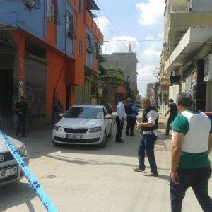 Adana'da saldırıya uğrayan polis şehit oldu