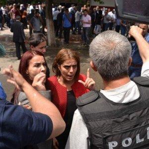 Polis HDP'lilerin gösterisine müdahale etti