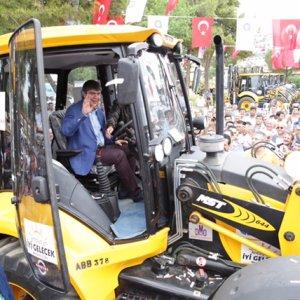 Büyükşehir araç filosunu 43 iş makinesi ile güçlendirdi