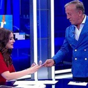 Ali Ağaoğlu'nun parasını sayan sunucu işinden oldu