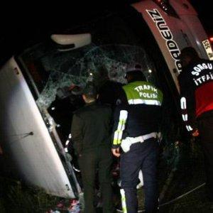 Yolcu otobüsü faciası: 3 ölü 30 yaralı