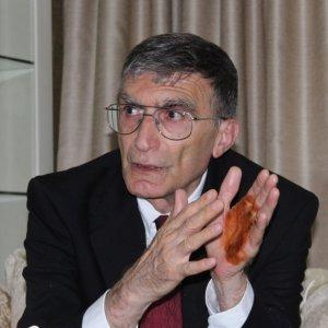 Prof. Dr. Aziz Sancar eline kına yaktı !