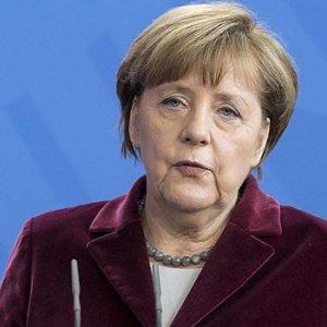 Merkel'in sözcüsünden Türkiye için flaş açıklama