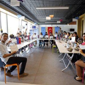 İşitme engelli öğrenciler ekolojik binayı tanıdılar