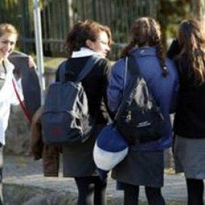 ''Başı açık kızlar tahrik ediyor''