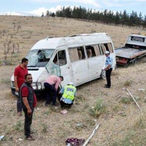 Gaziantep'te midibüs devrildi ! Çok sayıda yaralı var...