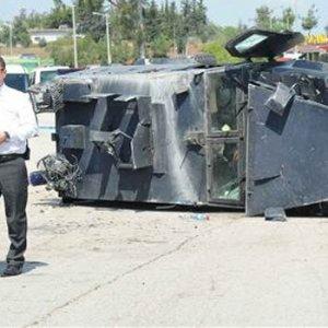 Çevik Kuvvet otobüsü devrildi, polisler yaralandı