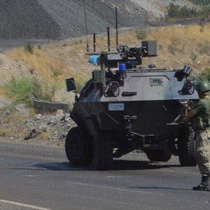 PKK'lı teröristler özel harekatçılara ateş açtı !