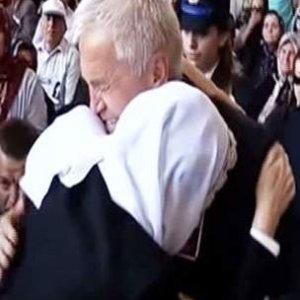 Meral Akşener şehidin babasıyla gözyaşı döktü