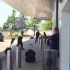 ABD'de havalimanında silah sesleri !