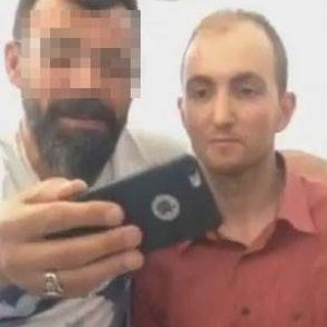 Seri katille selfie yapmıştı !