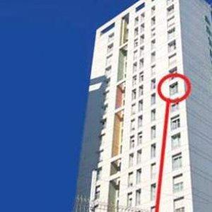 8. kattan düştü hayatta kaldı !