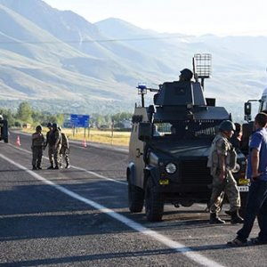 Van'da polis aracına bombalı tuzak: Çok sayıda polis yaralandı